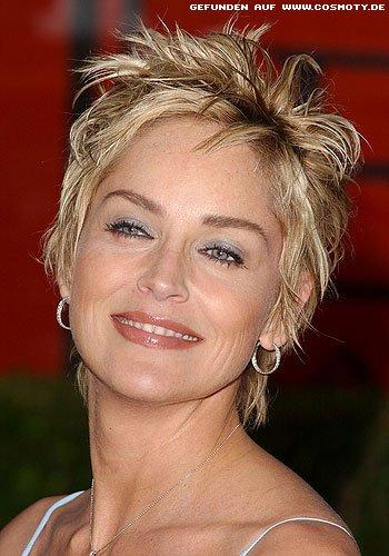 Sharon Stone mit strähnig gestyltem Kurzhaarschnitt