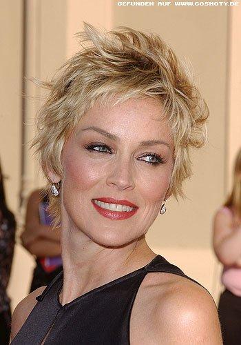 Sharon Stone mit strubbelig gestyltem Short-Cut