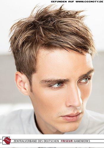 Short-Cut mit seitlich gestylten Haaren im gemäßigten Undone-Look