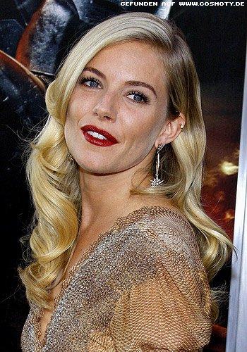 Sienna Miller mit blonden Glamour-Wellen
