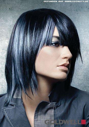Silberne Highlights im blau-schwarz colorierten Bob