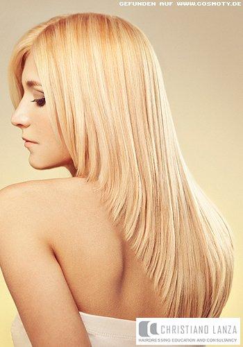 Stark gestufte Längen in verschiedenen Blond-Tönen