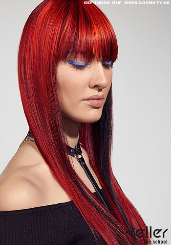 Strahlend rotes Haar im superglatten Sleek-Look