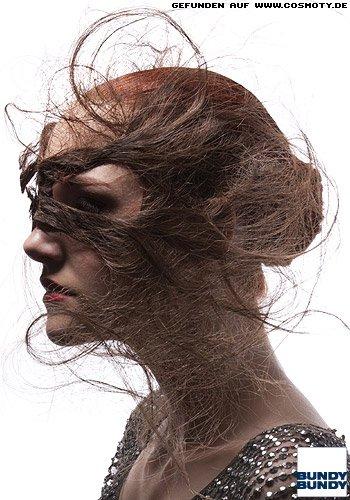 Strenger Knoten mit feinem Haargeflecht