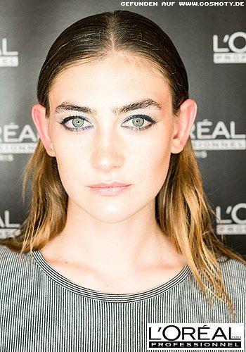 Frisuren Bilder Streng Gescheiteltes Haar Im Platten Wet Look