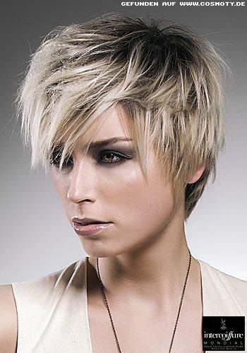 Strukturierter Kurzhaarschnitt mit blonden Spitzen zum dunklen Ansatz