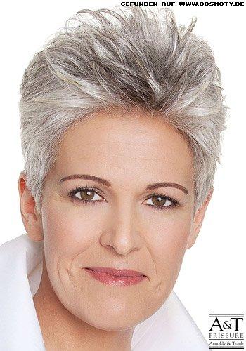 Frisuren Bilder Strukturierter Kurzhaarschnitt Mit Grauen Strähnen