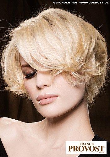 Stufig angeschnittener Bob in strahlendem Blond