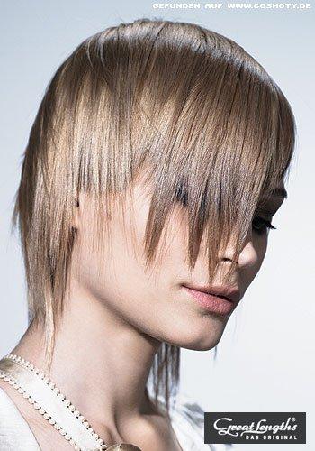 Stufiger Pagenkopf mit unterschiedlich blonden Highlights