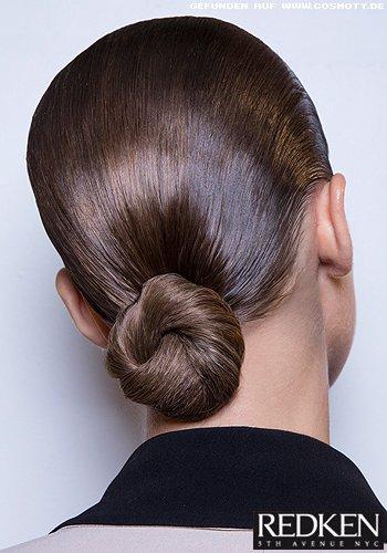 Frisuren Bilder Tiefer Ballerina Knoten Im Sleek Look Frisuren Haare