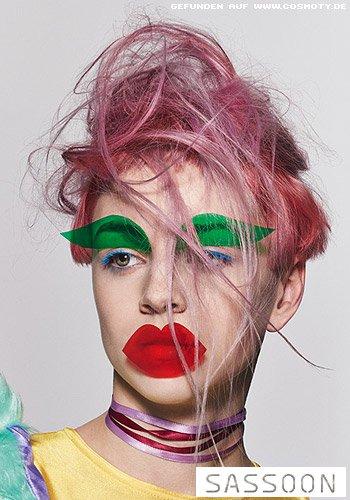 Undercut in Pastell-Rosa mit festgesteckten Strähnen