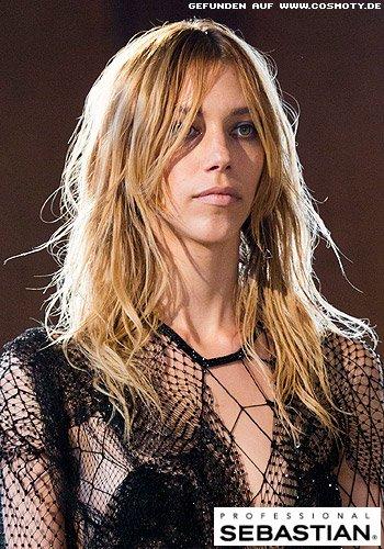 Undone-Look für langes Haar mit stark definierten Strähnen