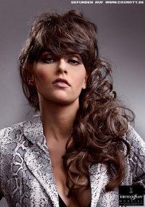 frisuren bilder: xxl-locken sanft gebändigt - frisuren, haare