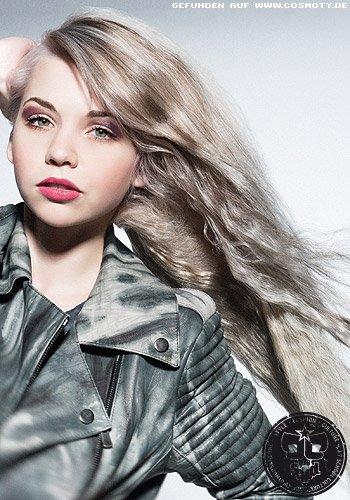 Zarte Kreppstruktur in silbrigem Blond