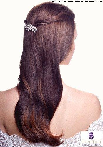 Haarspangen Frisuren | Frisuren Bilder Zwei Gezwirbelte Strahnen Mit Haarspange Gehalten