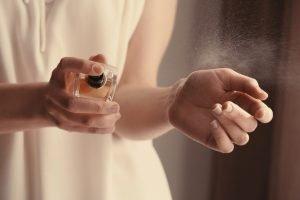Eau de Parfum am Handgelenk