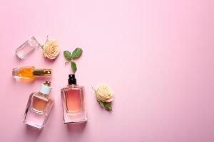 Mehrere Parfums auf dem eigenen Körper zu mischen ist der der Trend.