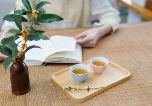 Osmanthus in einer Vase und als Tee