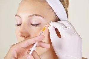 Kraehenfuesse mit Botox oder Hyaluron behandeln Soforthilfe Augenfalten