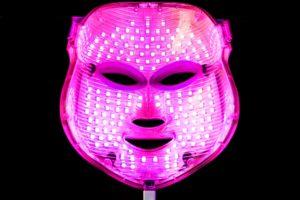 led maske mit pinkem licht