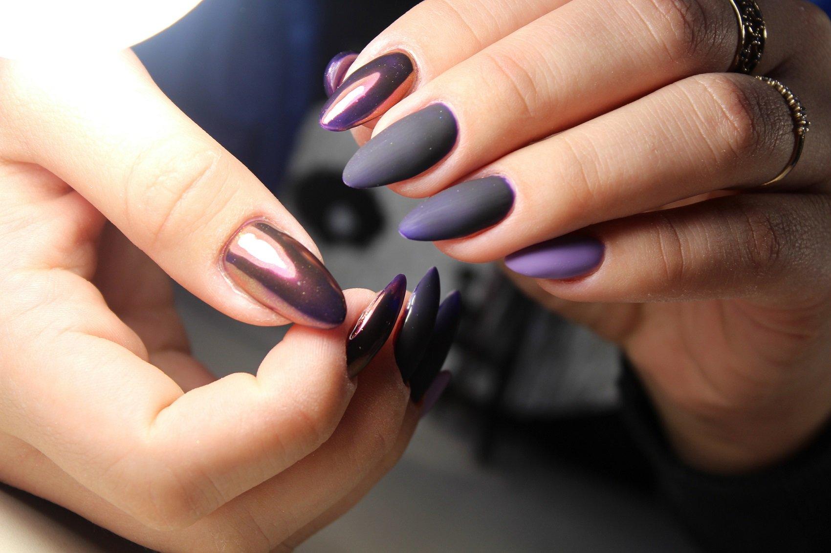 Chrome Nails So Kreaieren Sie Den Neuen Nageltrend Zu Hause Nach