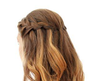 frau mit waterfall braids