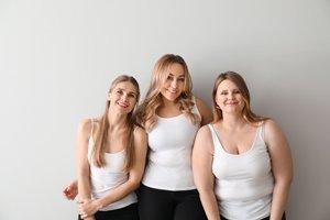 drei Frauen mit unterschiedlichen Körpern