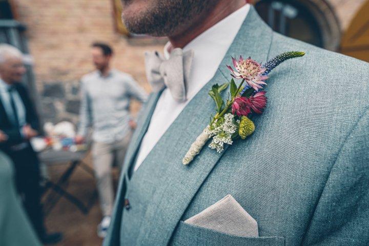 Mit Accessoires kann man in jedem einfachen Anzug schick erscheinen