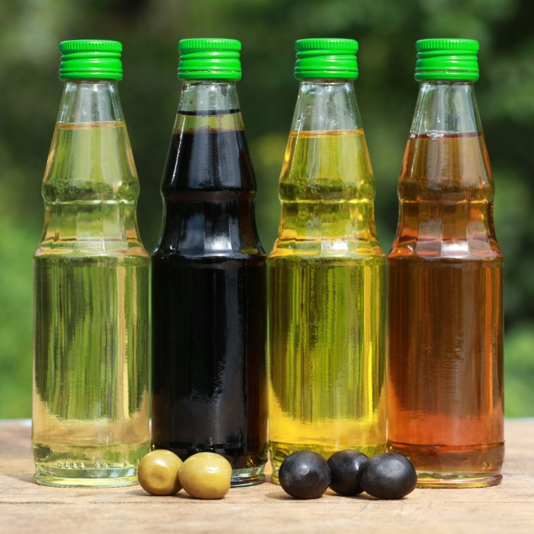 Natürliches Vitamin E kommt in vielen pflanzlichen Ölen vor, die sich gut zur Pflege der Haut eignen.